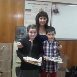 Михаил Нинов и Нели Джийн Финли бяха отличени на Първи столичен конкурс за изработване на новогодишни картички и сурвачки