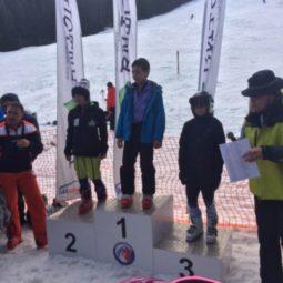 Ученици от 50.ОУ се качиха на стълбата на победителите на XI градско първенство на столичните училища по ски алпийски дисциплини