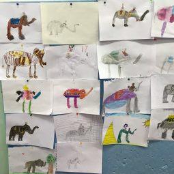 Междупредметни връзки в обучението по ОС и ИИ - Във факултативния час по ОС се запознаваме с професиите на нашите родители, а в час по ИИ е още по-интересно, защото ни гостува художничката Нина Русева- майка на нашата Мария. От нея научаваме интересни неща за художниците и тяхното призвание. И най- хубавото: заедно рисуваме и творим:)